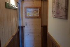 Nouveauté : porte menant au sauna et à la nouvelle douche