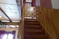 Les escaliers avec la barrière de sécurité
